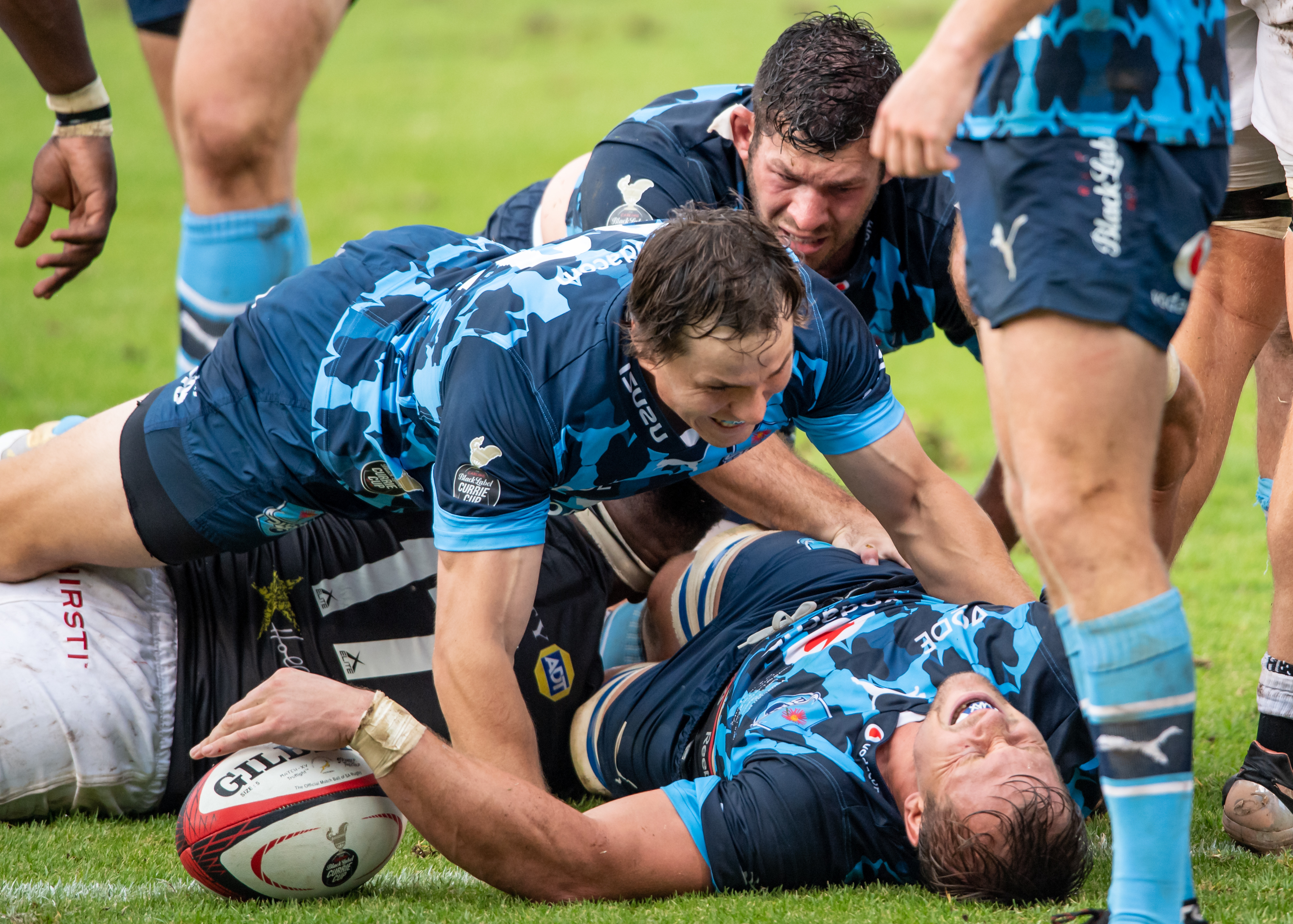 Arno Botha scores in the Currie Cup