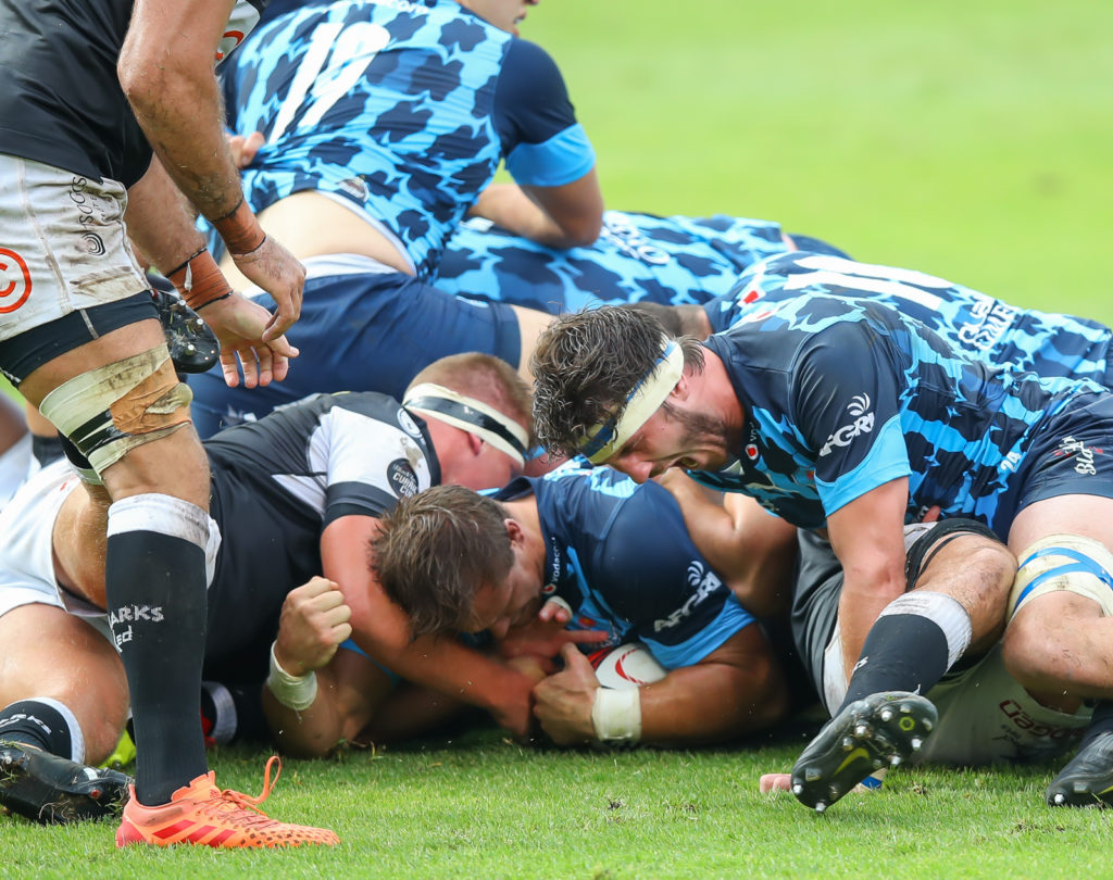 Arno Botha scores his first try for the Bulls in the final