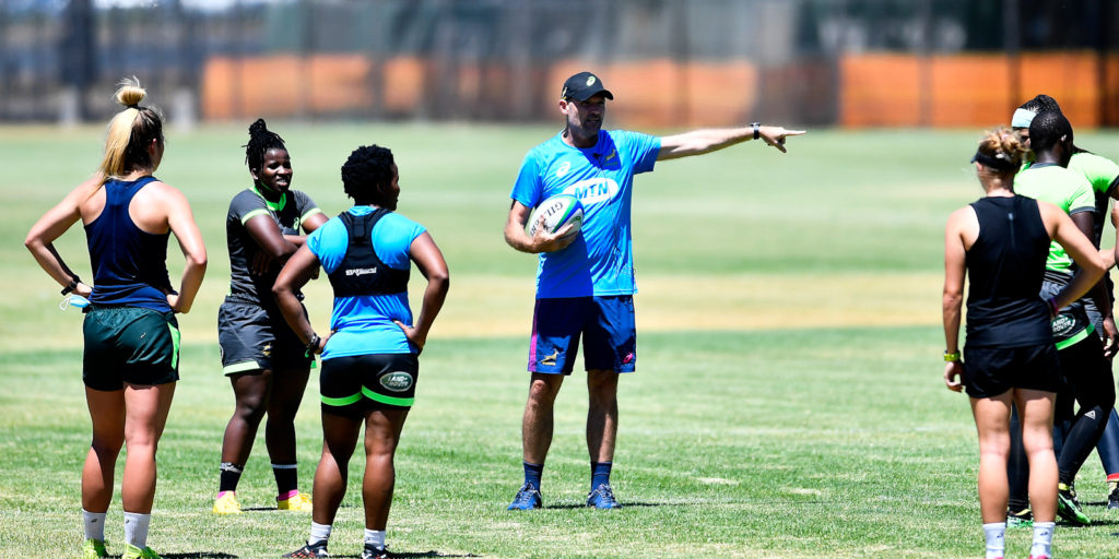 Jacques Nienaber assists the Springbok Women