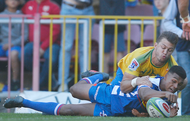 Damian Willemse scores against the Bulls