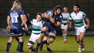 Lood de Jager carries for the Sale Sharks
