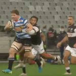 Watch: Roos drags Hendrikse with him over the tryline