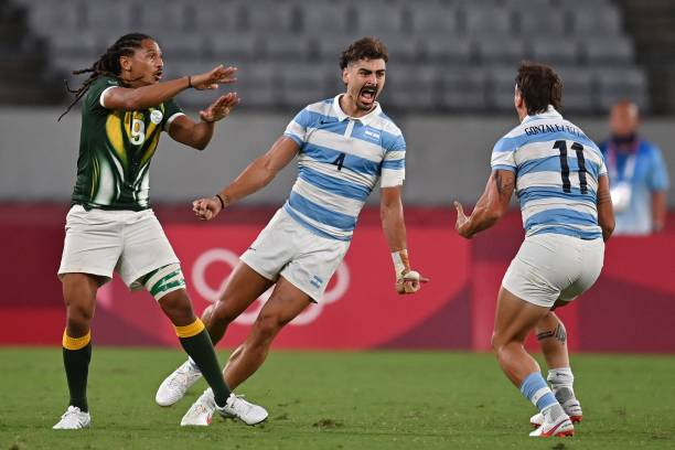 South Africa's Justin Geduld (L) gestures as Argentina's Ignacio Mendy (C) and teammate Luciano Gonzalez celebrate winning the men's quarter-final rugby sevens match between South Africa and Argentina during the Tokyo 2020 Olympic Games at the Tokyo Stadium in Tokyo on July 27, 2021. (Photo by Ben STANSALL / AFP) (Photo by BEN STANSALL/AFP via Getty Images)